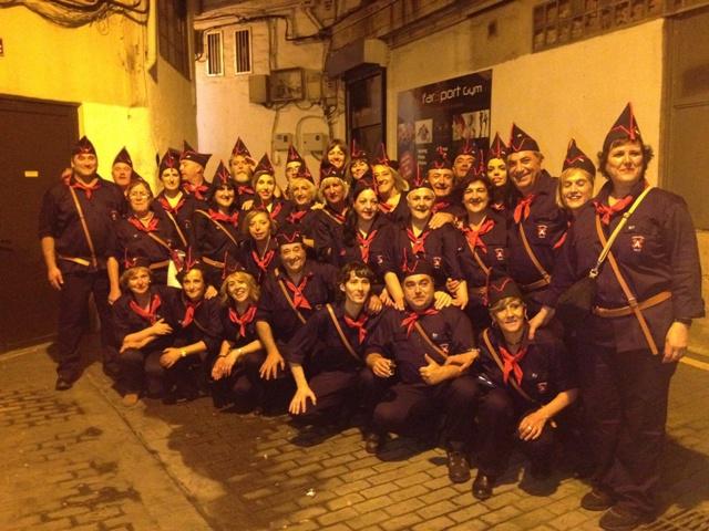 La Compañía Amuategi con Idoia Mendia antes del comienzo del desfile.