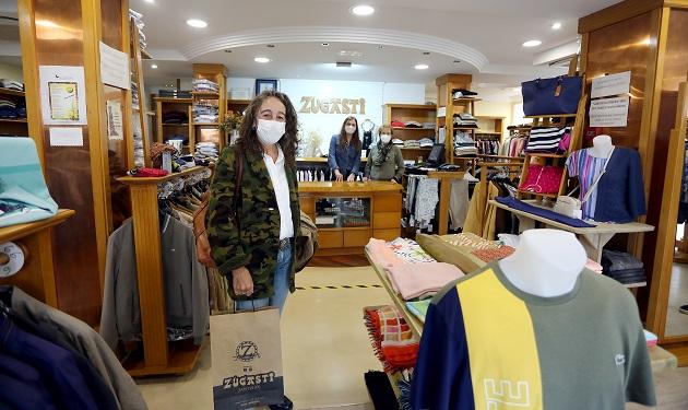 Marisol Garmendia en un comercio del barrio de Altza